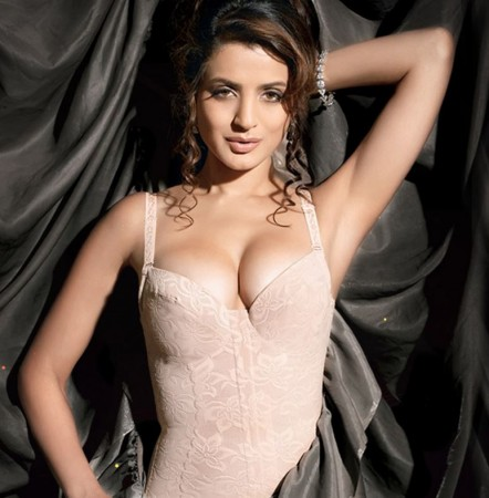 6.Top 10 Sexiest and Hottest Bollywood Actresses